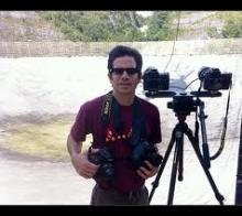 Dr. José Francisco Salgado, astrónomo, fotógrafo, artista visual y educador, en el Observatorio de Arecibo (Arecibo Observatory, Arecibo, Puerto Rico, 28 Nov 2007). . Derechos de autor: Foto por Jorge Rodríguez, © 2007 José Francisco Salgado, PhD