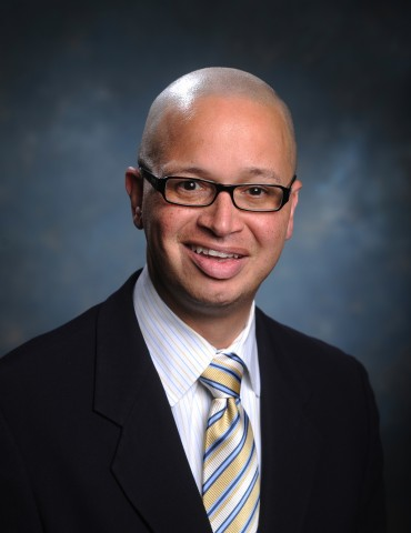 Dr. José R. Fernández
